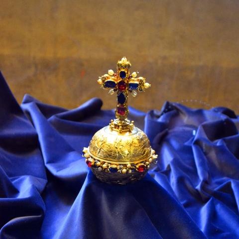 c_480_480_16777215_00_images_tours_prague-crown-jewels.jpg