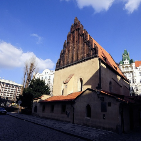 c_480_480_16777215_00_images_tours_prague-the-old-new-synagogue.jpg