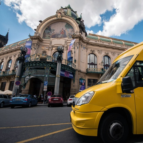 c_480_480_16777215_00_images_tours_pstours-yellow-bus-municipal-house.jpg