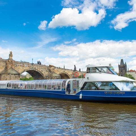 c_480_480_16777215_00_images_tours_river-cruise-charles-bridge.jpg