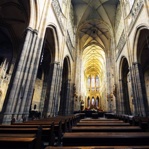 c_480_480_16777215_00_images_tours_st-vitus-cathedral-interior-2.jpg