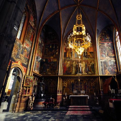 c_480_480_16777215_00_images_tours_st-vitus-cathedral-interior.jpg
