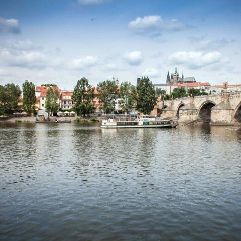 c_480_480_16777215_00_images_tours_vltava-river-cruise-2.jpg
